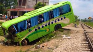 Bus, Train Collision injures 11 in Vietnam